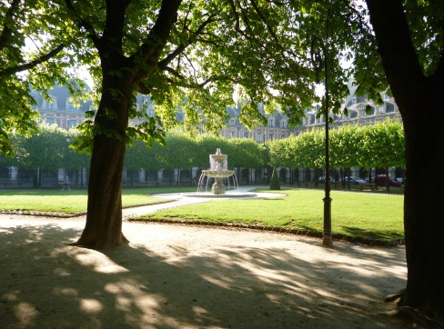 Spring morning - Place des Vosges - April 2015