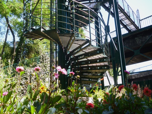 Access stairs to the Promenade Plantée