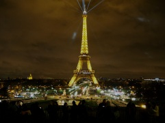 1.5 degrees - the Eiffel Tower marks the successful conclusion of the COP21 conference, December 2015
