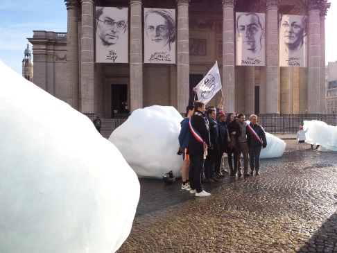 Icebergs at the Pantheon and the arrival of the Pole to Paris team during the COP21 conference, December 2015