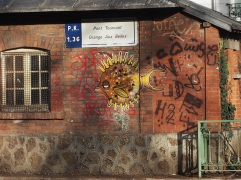 fish street art Paris