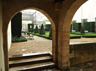 Hôtel Donon Paris garden through arch