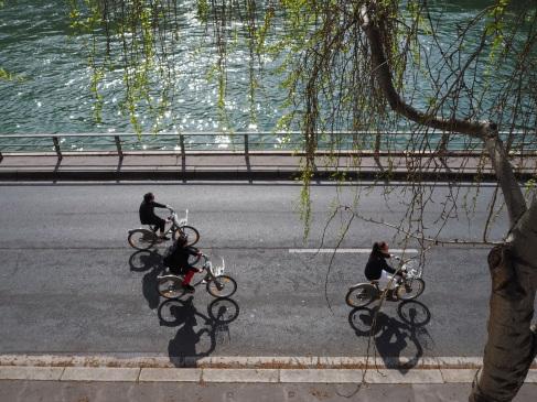 paris car free riverside expressway bikes
