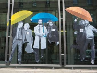 parapluies paris street art