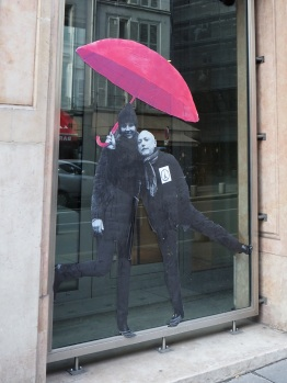 parapluies paris street art