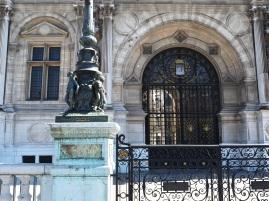 Hôtel de Ville Paris gates