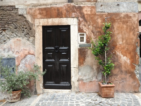 brown door trastevere