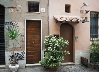 two doors Trastevere