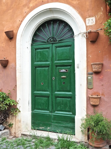 arch top green door Trastevere