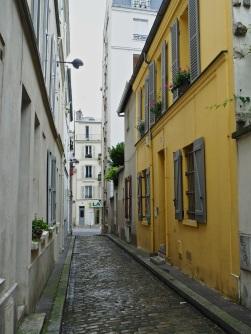A bright yellow house hidden in a narrow back street i- Paris 14e - July 2016