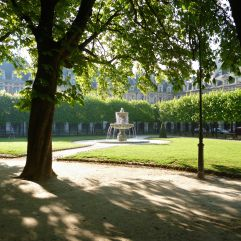 Spring morning in Place des Vosges