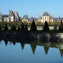 Marking the boundary at the Chateau de Fontainebleau