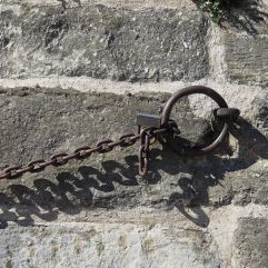 Chain and mooring ring by Bassin de l'Arsenal
