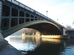Looking back under Pont de Sully