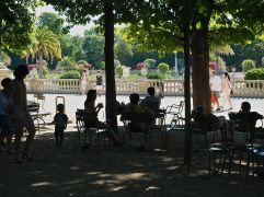 Sharing the shade on a hot day in the Jardin du Luxembourg...