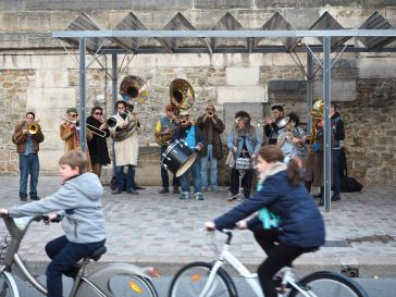 Bikes and a Bozart band on the newly traffic free quayside.
