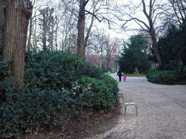 Broad gravel paths meander through the informal planting of the jardin à l'anglaise.