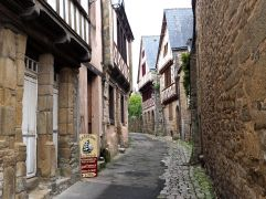 Medieval timbers and great crêpes, St Goustan, May
