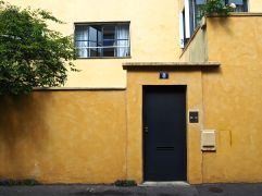No. 8 - designed by André Lurçat for Mlle. Quilé - the warm ochre colour is a recent repainting, not the architect's choice