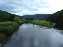 The wide, shallow river Semois in its green valley.