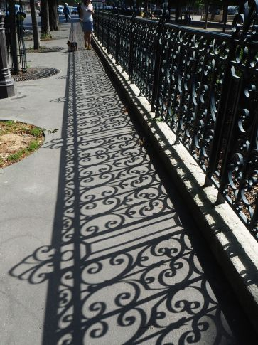 A carpet of shadow railings - Avenue de l'Observatoire - June 2017