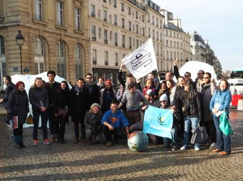 The Pole to Paris team of runners and cyclists arrive in Paris with a message for the COP21 conference - December 2015