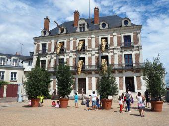 The dragons appear on the hour at the Maison de la Magie