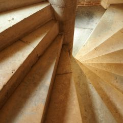 spiral staircase château de blois