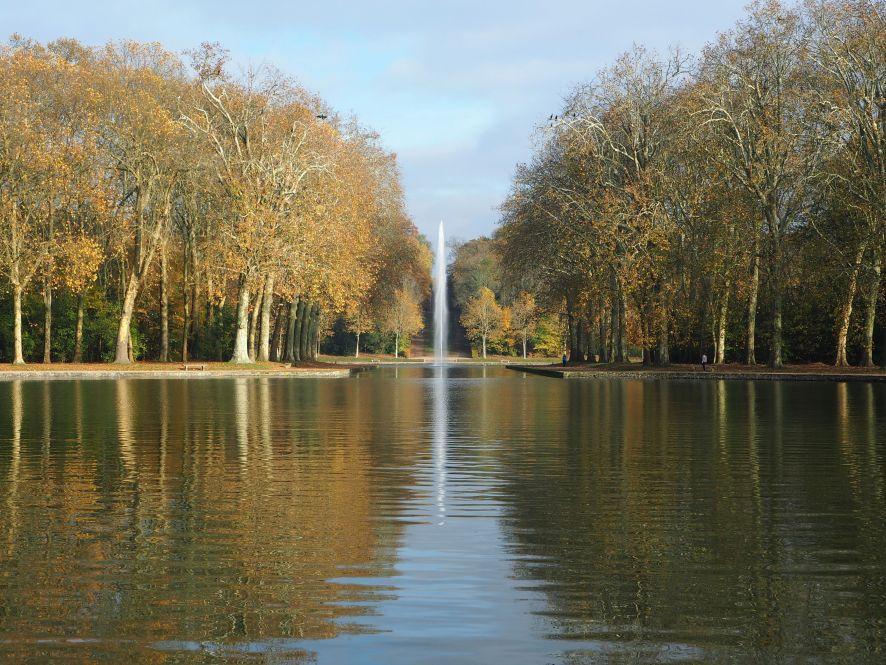 fountain reflections autumn parc de sceaux