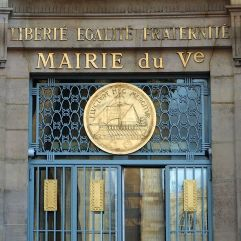 Greek style simplicity (with oars) at the Mairie of the 5th arrondissement