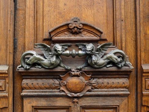 Dragon door handle Paris 08
