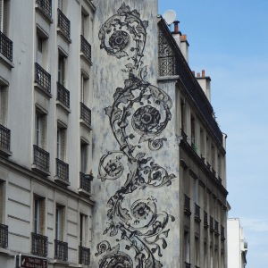 Scrolling fern patterns soften a monochrome view - Paris 13