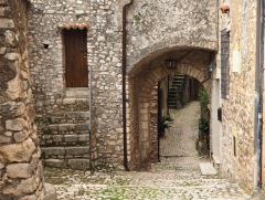 Medieval mystery in Sermoneta - April