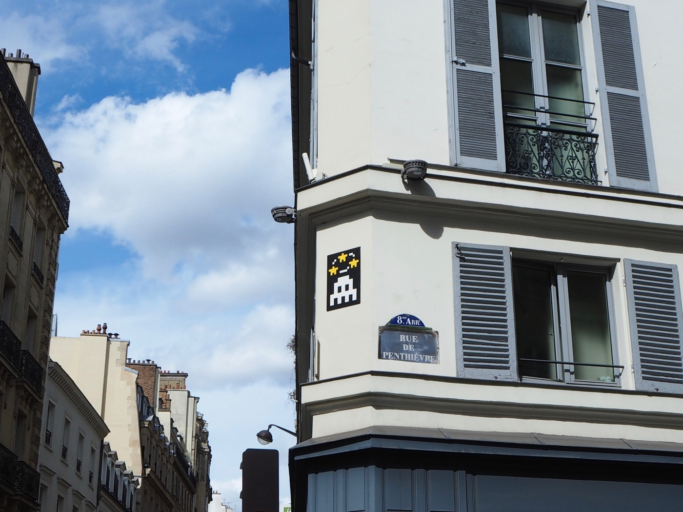 space invader Paris 8 March 2018