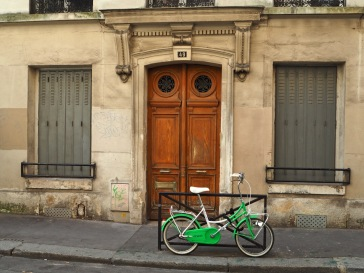 A bike by the door - Paris 4 - September 2016