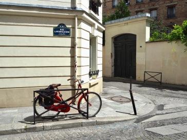 A bike by the door - Paris 5 - June 2017