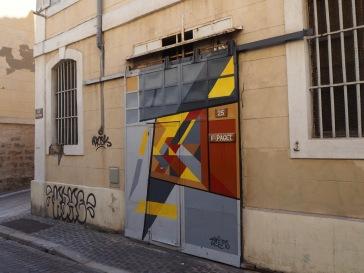 A recent renovation at 25 rue Saint-Antoine and a smart cubist paint job on the sliding door