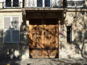 A tree patterned door on Île St Louis