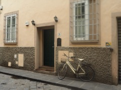 a bike that seems to be colour matched with a house in that same city...