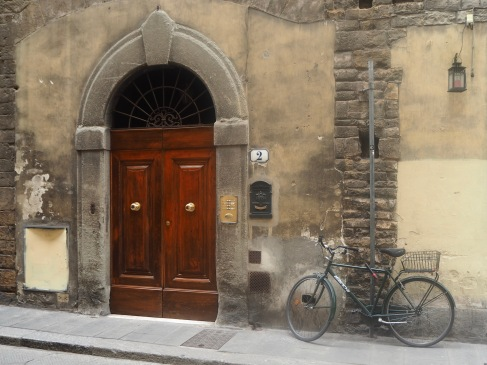 A bike by the door on a misty morning in Florence...