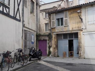 Purple adds a sense of mystery to a corner door in La Rochelle...