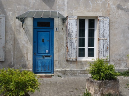 Thin, blue and weathered - La Rochelle - July