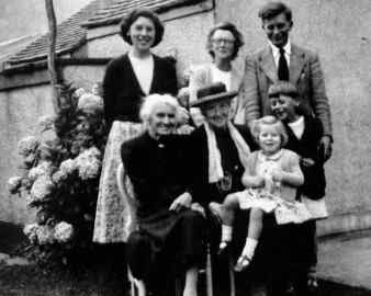 Kate with co-great-grandma Carrie Rance, Ada, Audrey, Ivor, Roger & Jan, about 1952