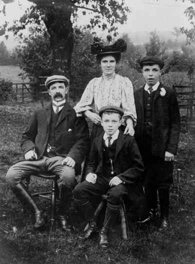 George and Kate Hobbs with Arthur and Edward Sidney, about 1901